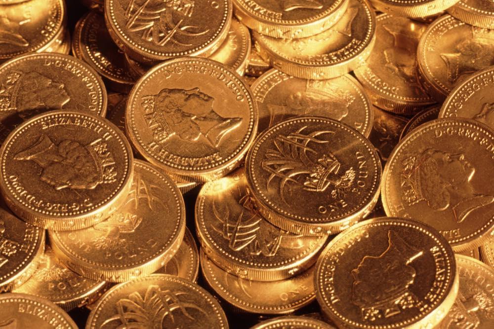 古い1ポンド硬貨の山