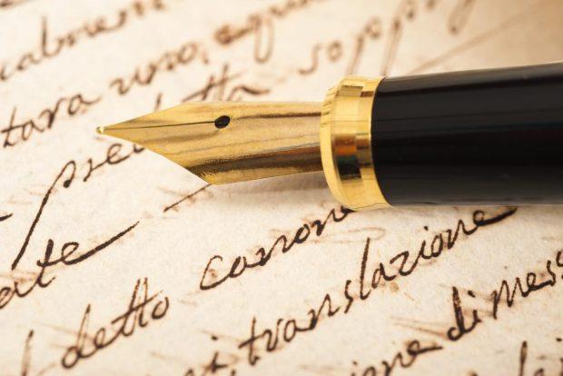 クラシックな万年筆と手紙