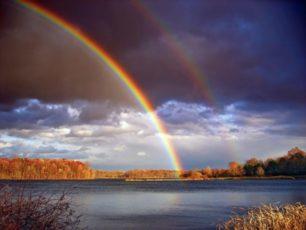 湖と2重の虹