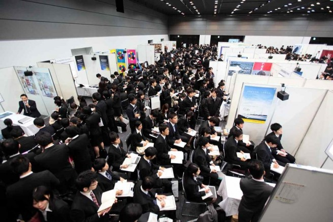 どうして日本の採用市場には「既卒」という奇妙なカテゴリーが生まれたのか?