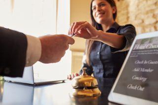 ホテルで働く女性