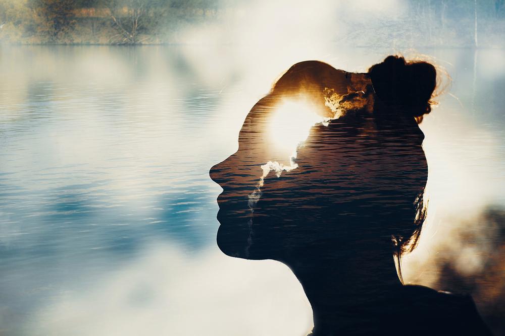 心理学を学ぶ女性