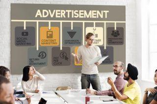 広告戦略について考える会議