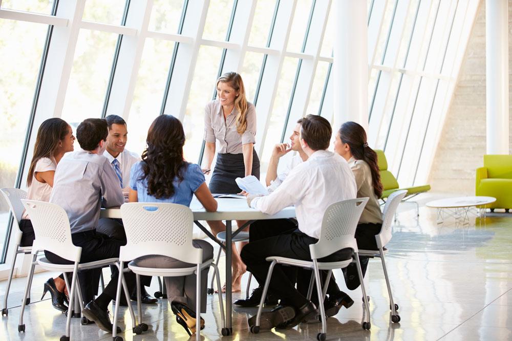 企画営業職のミーティング