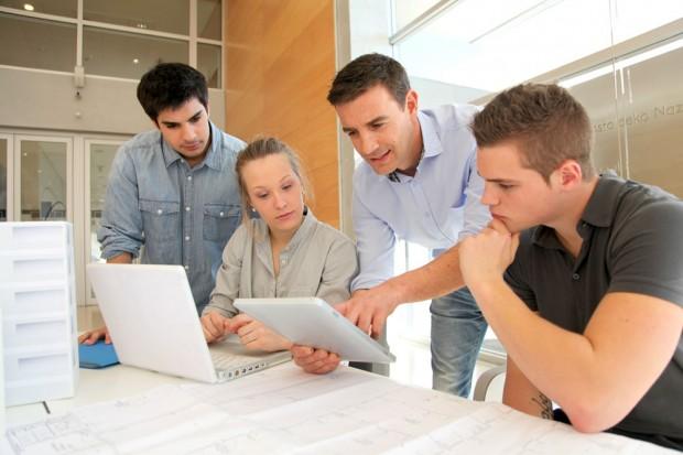 インターンシップに参加する理系の学生たち