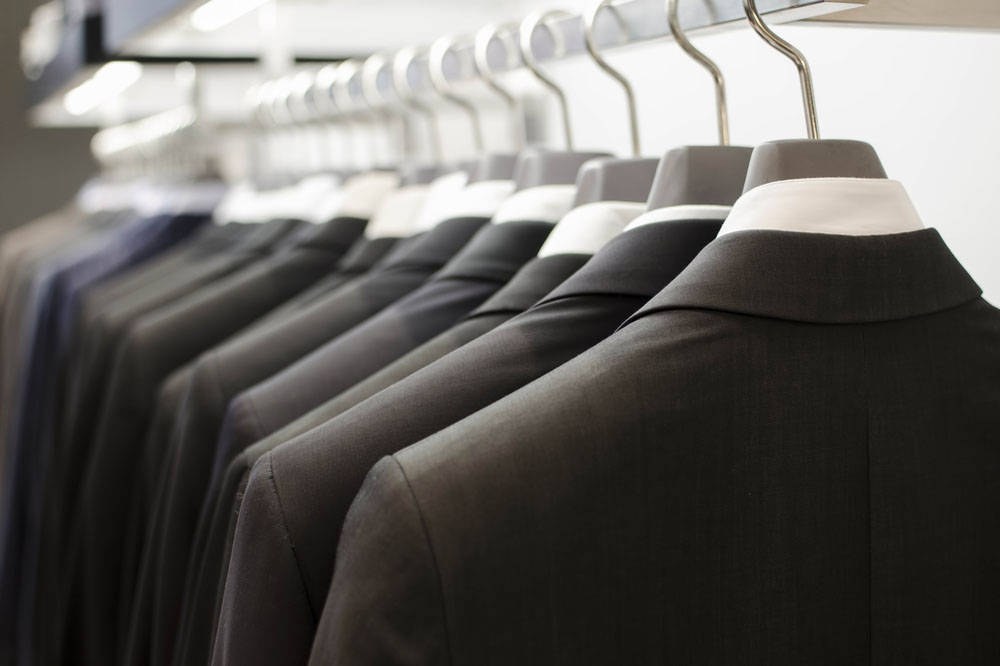 様々なバリエーションのスーツ