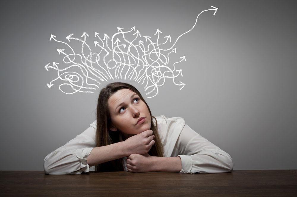 自分の強みを多角的に考える女性