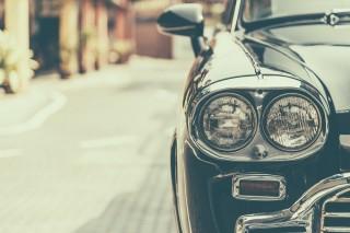 クラシックな車のヘッドライト