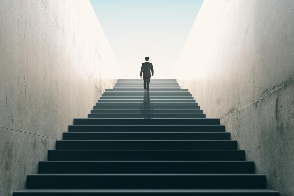 投資用不動産をわずか1ヶ月退職…第二新卒が大手企業で内定!