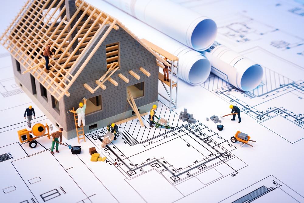 設計図と家が建てられるミニチュアモデル