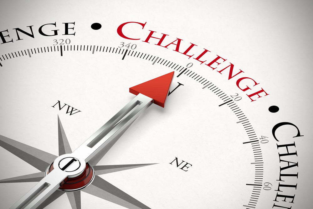 「CHALLENGE」を示す方位磁石