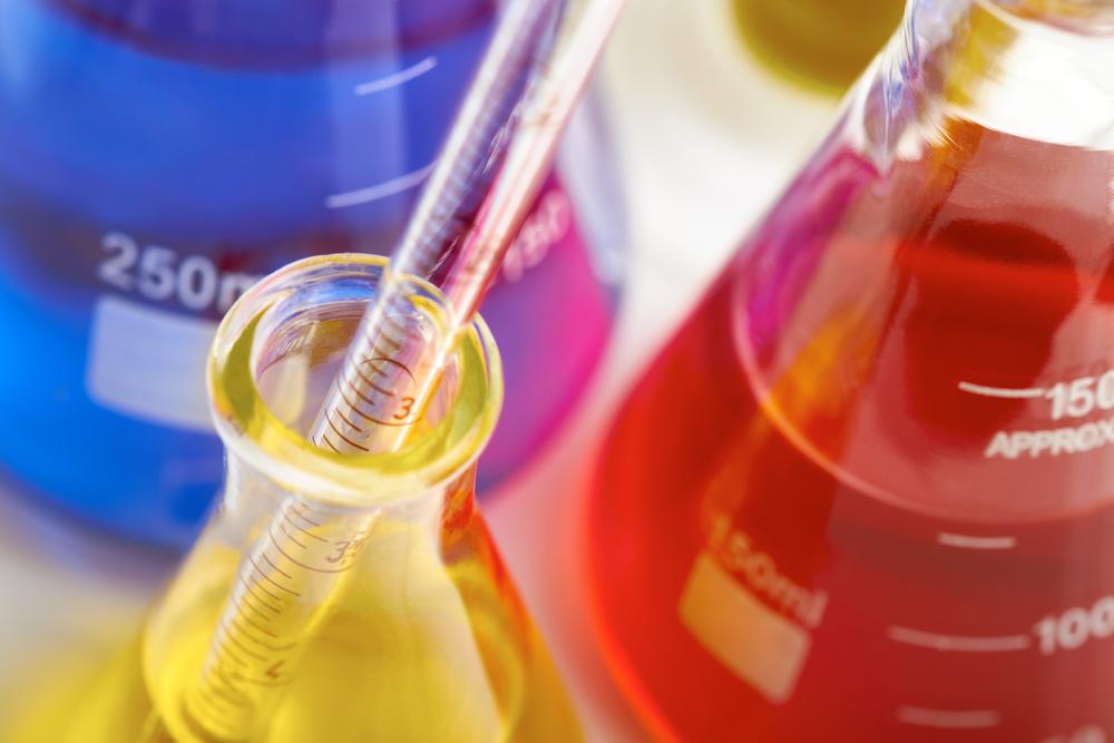 どれくらいもらってる?気になる化学業界の新卒年収ランキング