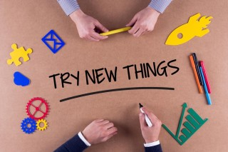 「TRY NEW THINGS」と書かれた画像