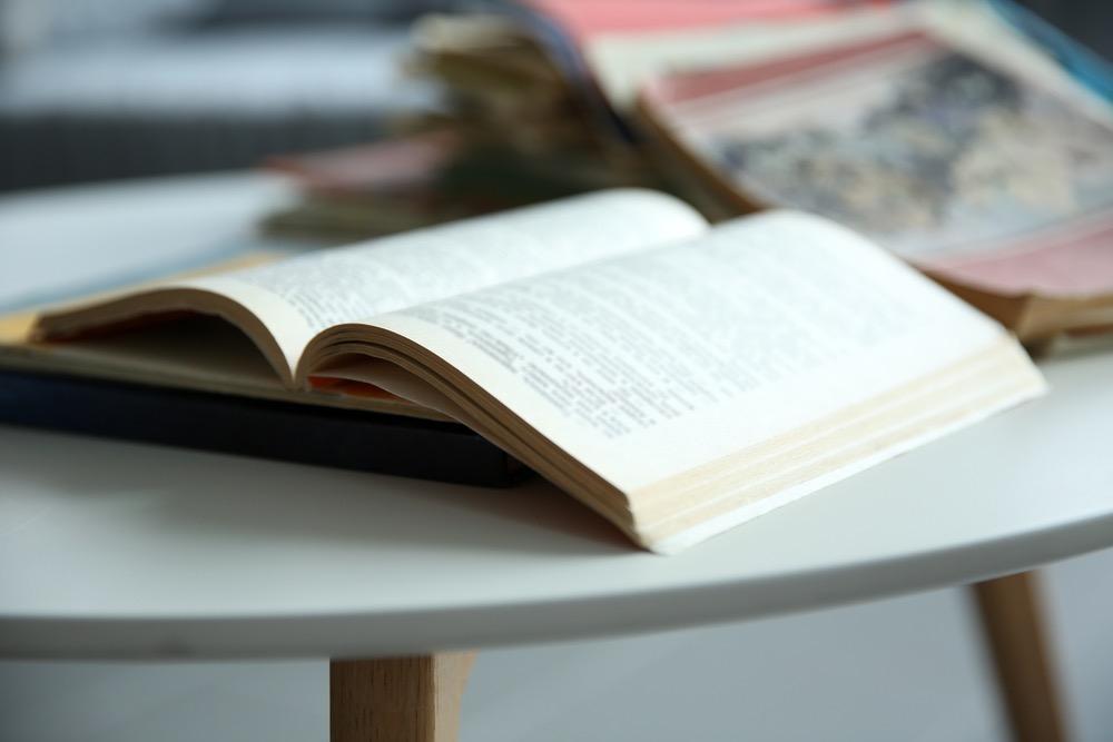 開いて置かれた外国語の本