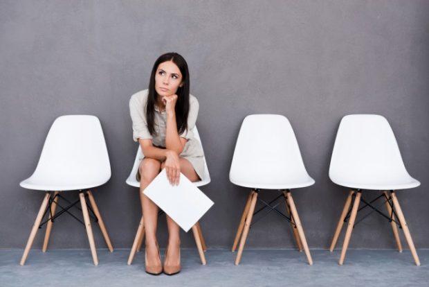 キャリアアップについて考える女性
