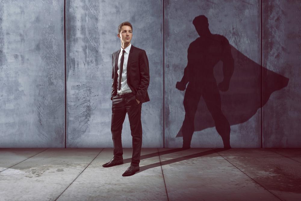 正義の心を持つ黒いスーツの男性