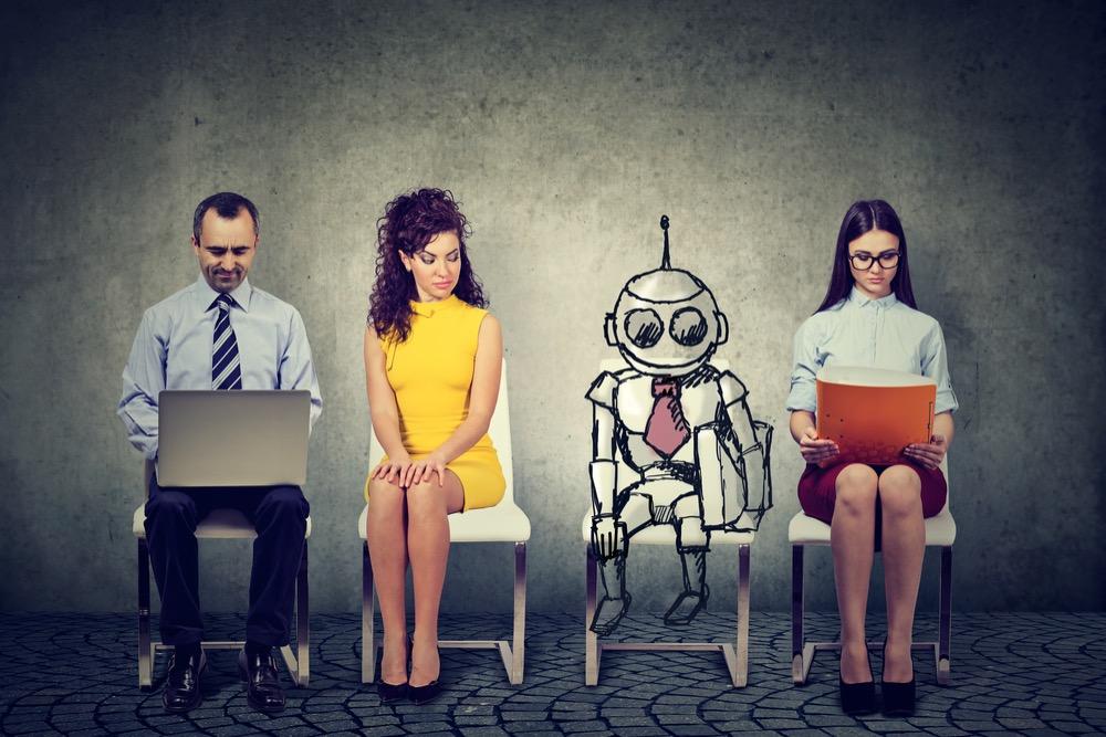 椅子に座る人々とロボット