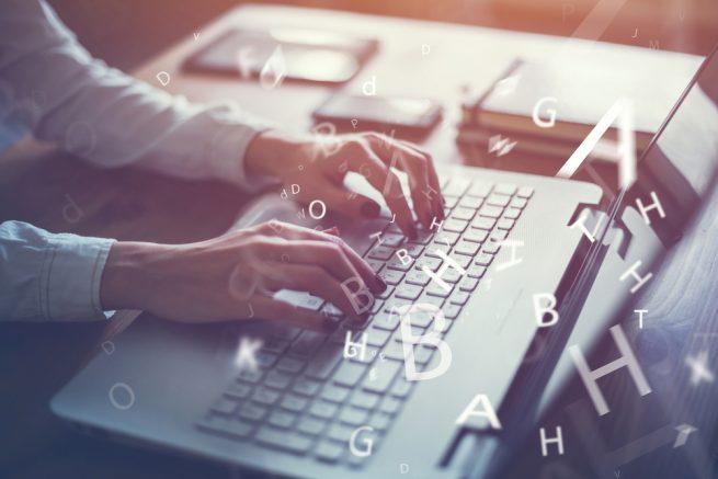 フリーターがブログだけで生計を立てるのは危険!?会社員をしながらブログを書くべき理由