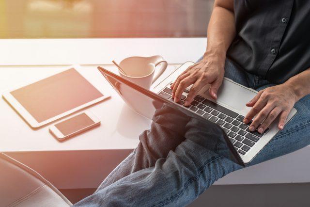 未経験フリーターからプログラマーに就職したい!業務内容・向き不向き・おすすめ勉強サイトを徹底解説!