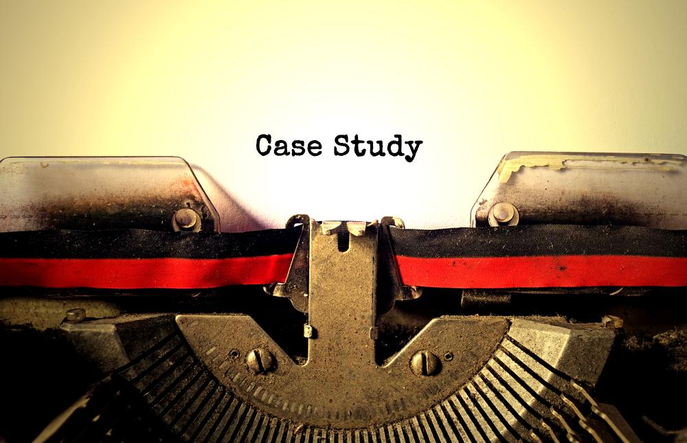 タイプライターと「Case Study」の文字
