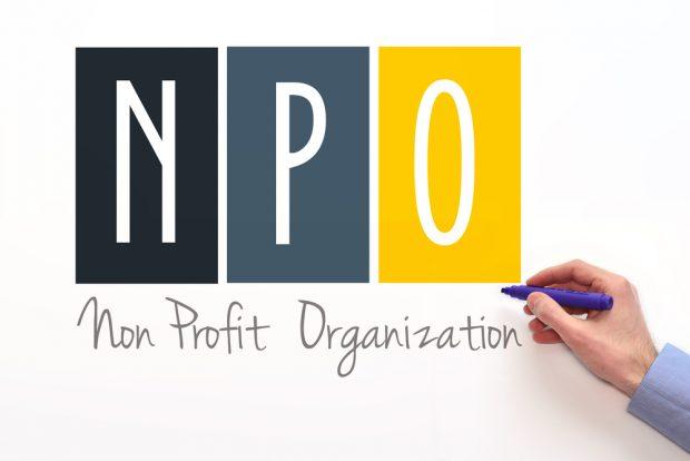 「NPO」と書かれたボード
