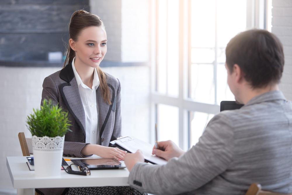 就職活動の採用試験に落ちてしまう女性